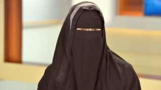 Austria to ban full-face veil in public places - BBC News